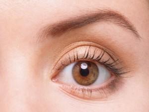 spitze Augenbrauen